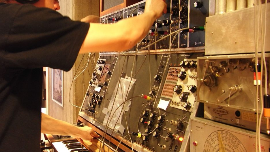 Clemens Hausch playing the Max Brand Synthesizer aka Moogtonium